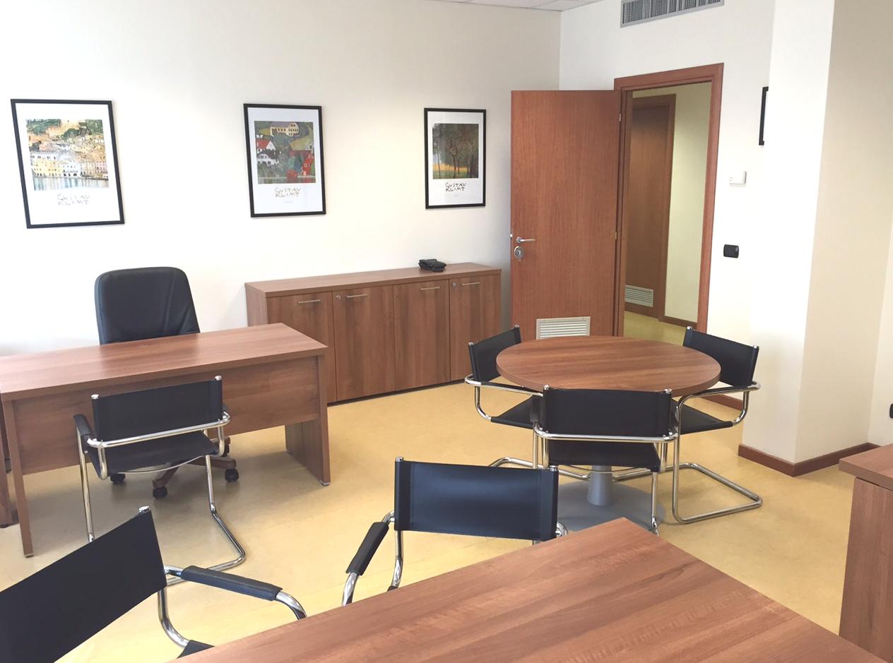 Ufficio-2-scrivanie-tavolo-tondo